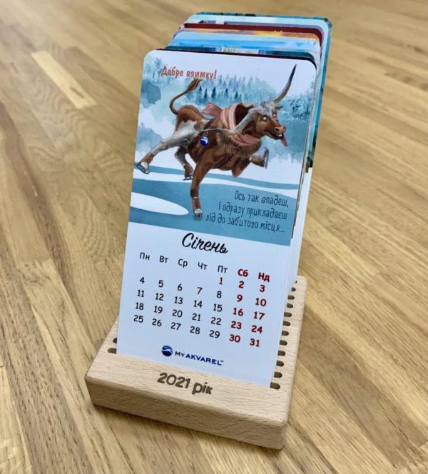Настольный календарь на деревянной подставке